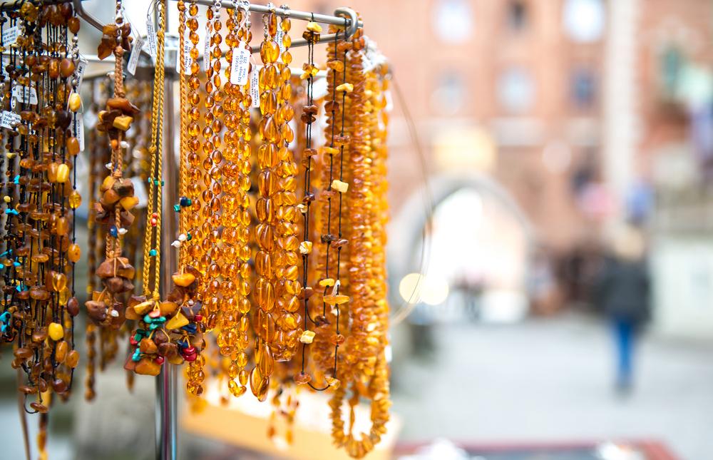 Biżuteria z bursztynu na ulicy Mariackiej