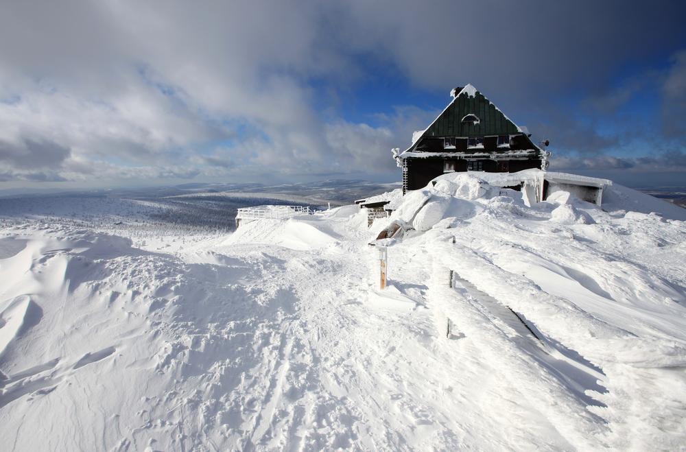 Szrenica na narty - Hala Szrenicka obficie przyspana śniegiem